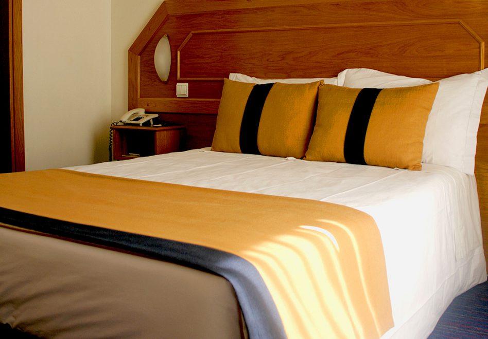 Unterkunft Details 4. Klimaanlage / Heizung, Kingu0027size Betten, Sofa Und  Schreibtisch, Direktwahltelefon ( Zweites Telefon Im Badezimmer ) ...